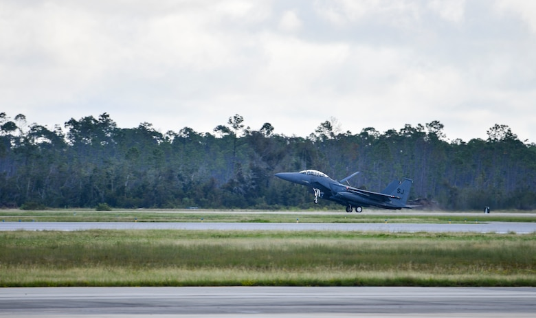 A U.S. Air Force F-15E Strike Eagle piloted by U.S. Air Force Gen. Mark Kelly, commander of Air Combat Command, lands at Tyndall Air Force Base, Florida, Sept. 28, 2020. Kelly arrived at Tyndall to tour and discuss the ongoing rebuild and future plans for the base. (U.S. Air Force photo by Senior Airman Stefan Alvarez)