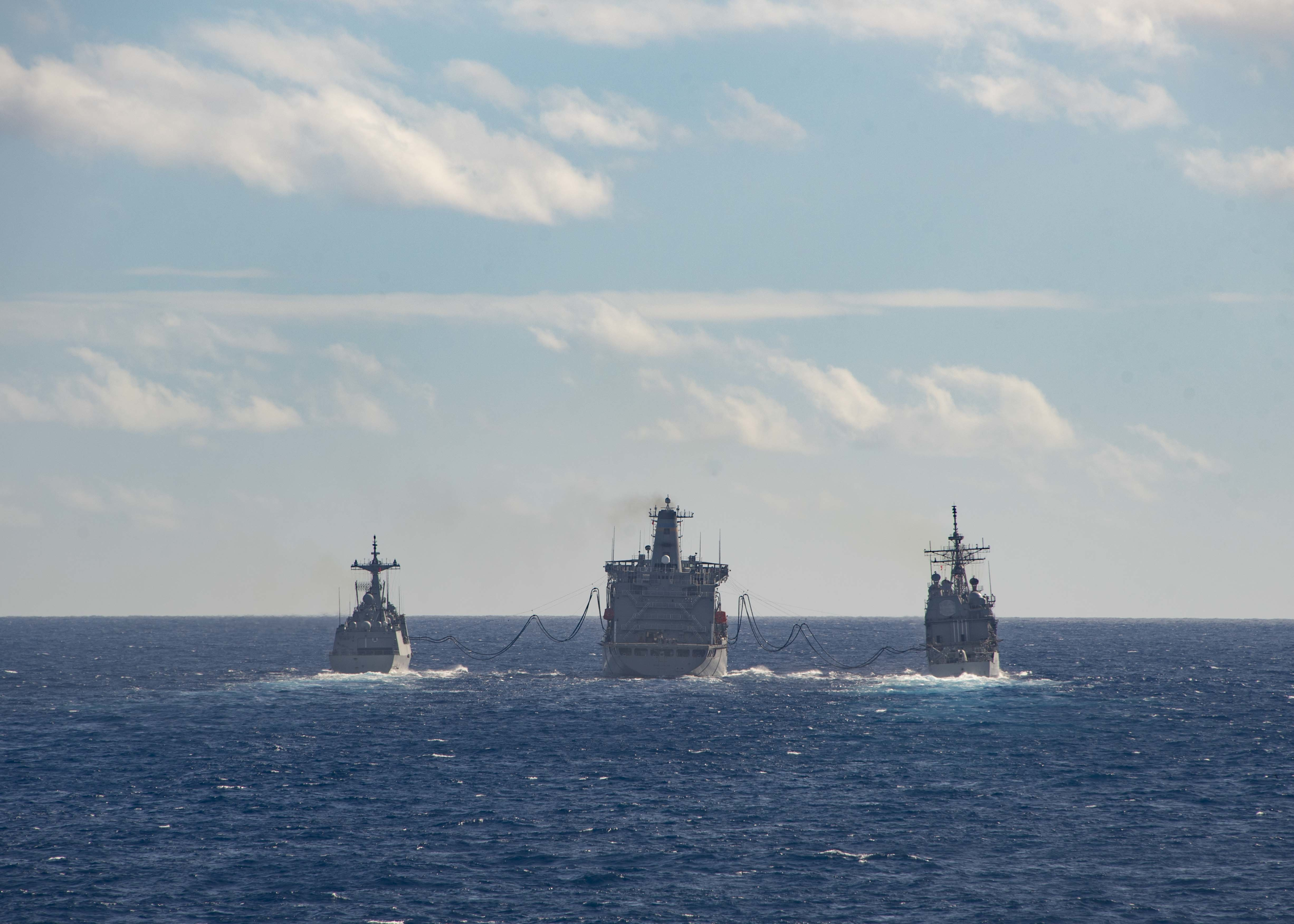 Republic of Korea Navy ship ROKS Chungmugong Yi Sun-sin (DDH 975) and U.S. Navy Ticonderoga-class guided-missile cruiser USS Lake Erie (CG 70) conduct a replenishment-at-sea (RAS) with U.S. Navy fleet replenishment oiler USNS Henry J. Kaiser (T-AO 187) during Exercise Rim of the Pacific (RIMPAC) 2020.