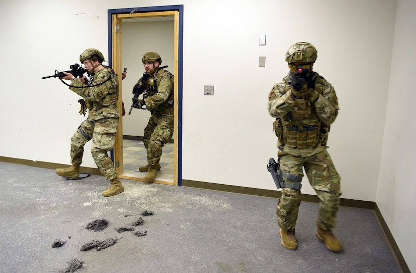 Photo Airmen with weapons drawn