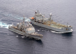 USS Bunker Hill (CG 52) replenishes from the Royal Australian Navy fleet replenishment ship HMAS Sirius (O 266).