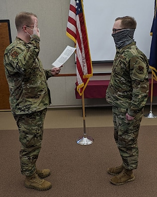Goodsell reenlists in Air National Guard