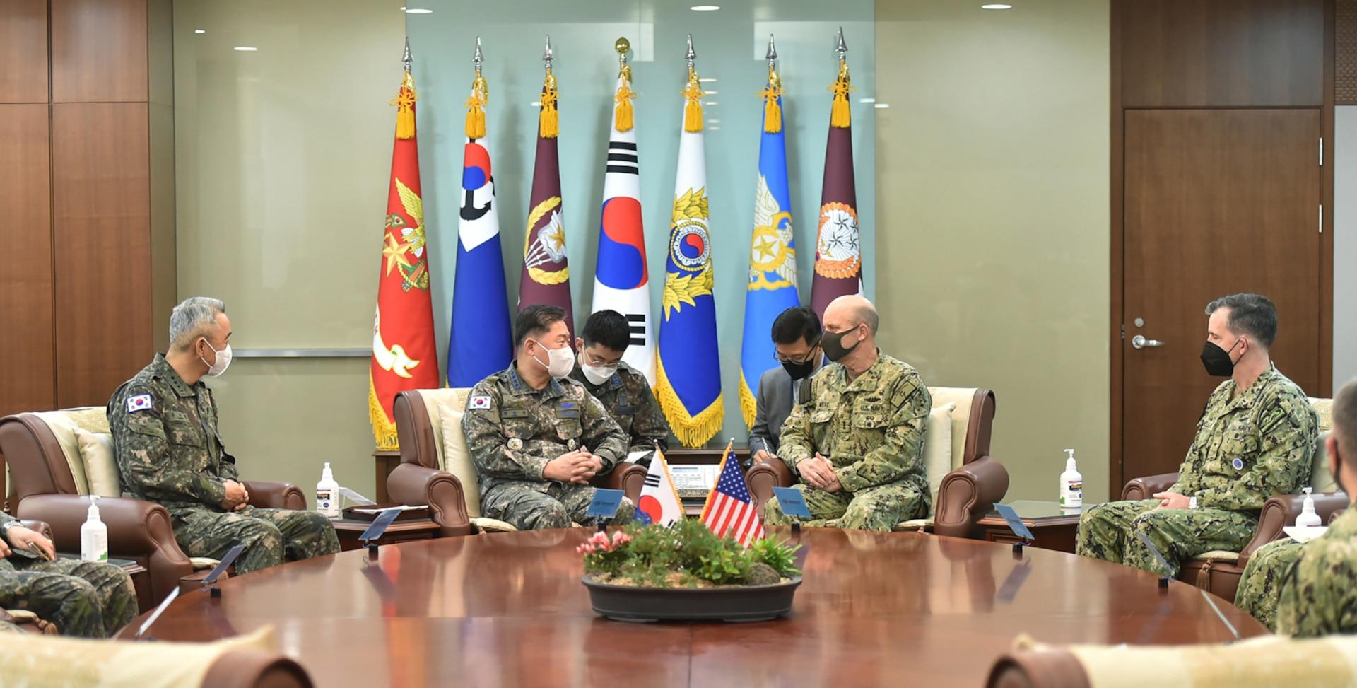 U.S. 7th Fleet commander visits South Korea