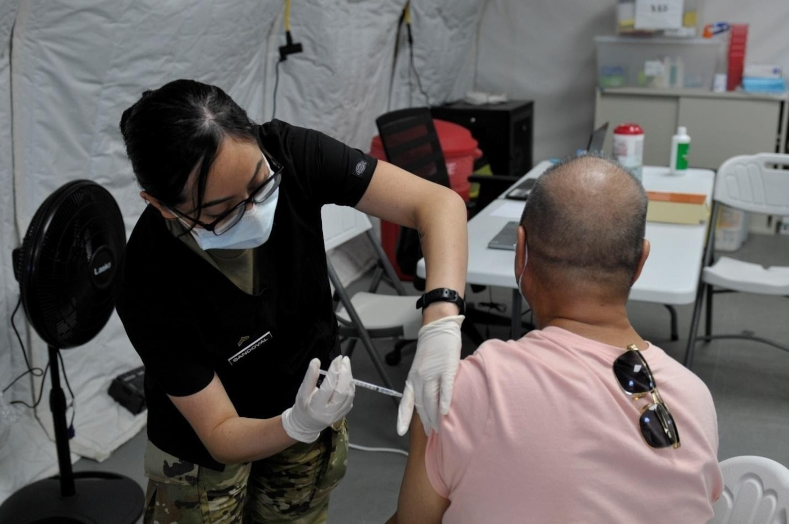 US Army Medical Professionals Administer COVID-19 Vaccines in Saipan