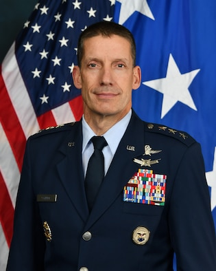 This is the official photo of Lt. Gen. Robert Skinner.