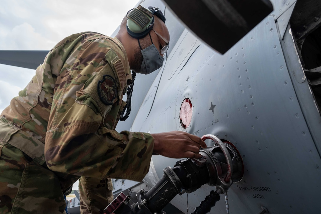 Staff Sgt. Jacorey Grimes, 736th Aircraft Maintenance Squadron crew chief, attaches a fuel hose to a Dover Air Force Base C-17 Globemaster III during exercise Razor Talon at Marine Corps Air Station Cherry Point, March 25, 2021. Dover AFB's Multi-Capable Airmen program trained and equipped seven Airmen to perform tasks outside of their Air Force Specialty Codes. Exercises such as RT help integrate MCA into joint and combined expeditionary operations around the globe.  (U.S. Air Force photo by Airman 1st Class Faith Schaefer)