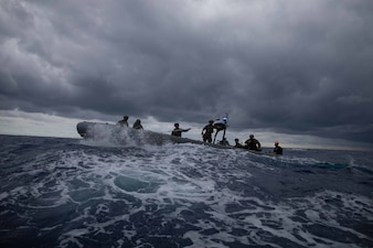 Coast Guardsmen and Sailors from USS Sioux City (LCS 11) train in the Atlantic Ocean.