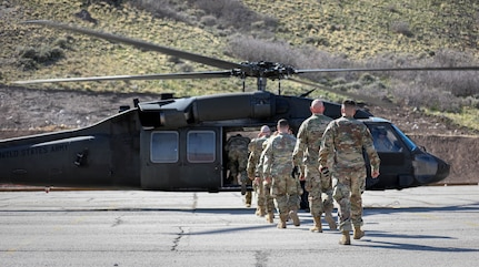 Soldiers walk to aircraft