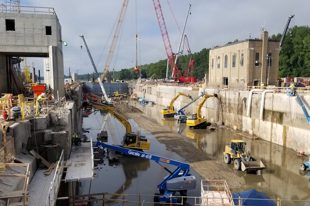 A look at the work taking place inside the LaGrange Lock during the 2020 Illinois Waterway Closures Project.