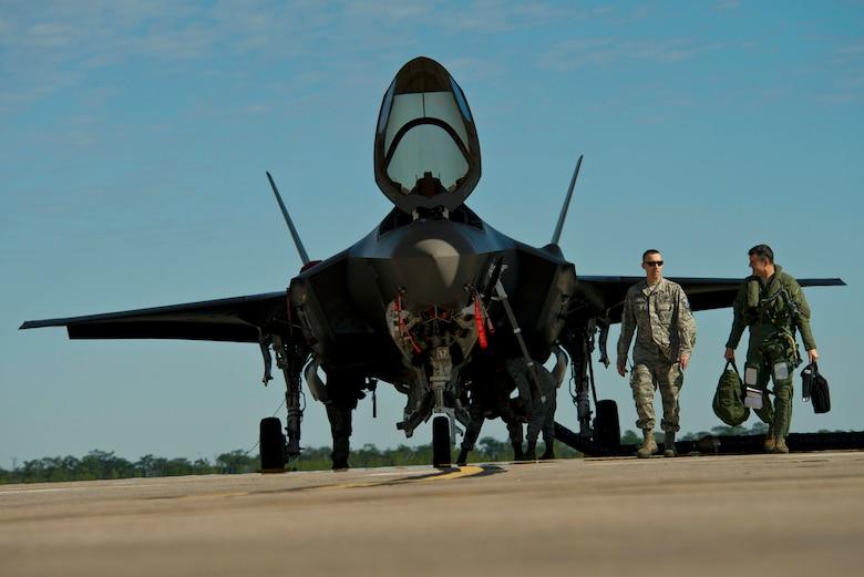 (U.S. Air Force photo/Tech. Sgt. Bennie J. Davis III)