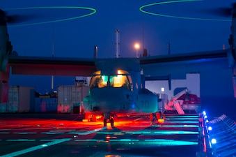 An MV-22B Osprey assigned to Air Test and Evaluation (HX) Squadron 21 of Naval Air Station (NAS) Patuxent River, Md., idles aboard the flight deck of the Military Sealift Command hospital ship USNS Mercy (T-AH 19).