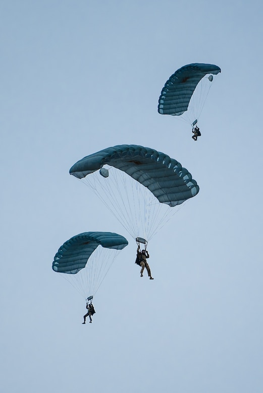 Members of the Kentucky Air National Guard's 123rd Special Tactics Squadron execute a high-altitude, low-opening parachute jump into Bowman Field in Louisville, Ky., April 17, 2021 to open the Thunder Over Louisville air show. The annual event featured more than 20 military and civilian aircraft. (U.S. Air National Guard photo by Dale Greer)