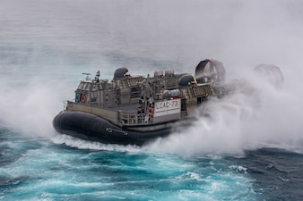 A Landing Craft, Air Cushion (LCAC), attached to Assault Craft Unit (ACU) 5, transits the  Pacific Ocean while conducting well deck operations with amphibious assault ship USS Essex (LHD 2).