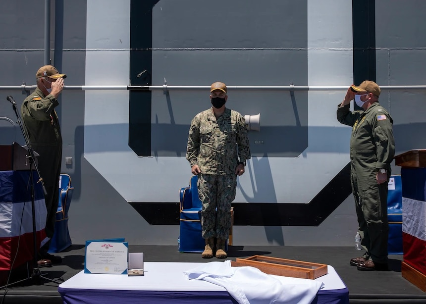 USS Makin Island Changes Command
