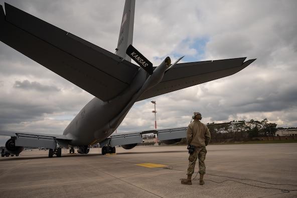 Airmen sitting around a table.