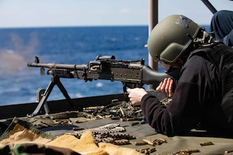 USS Kearsarge (LHD 3) conducts a live-fire weapons qualifications.