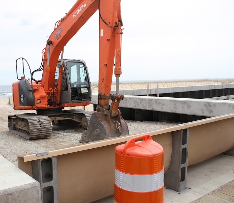The Grant Avenue vehicular beach access includes a removable coastal flood barrier, which can be quickly installed prior to a storm, providing the municipality with the flexibility to manage beach access and storm situations appropriately.