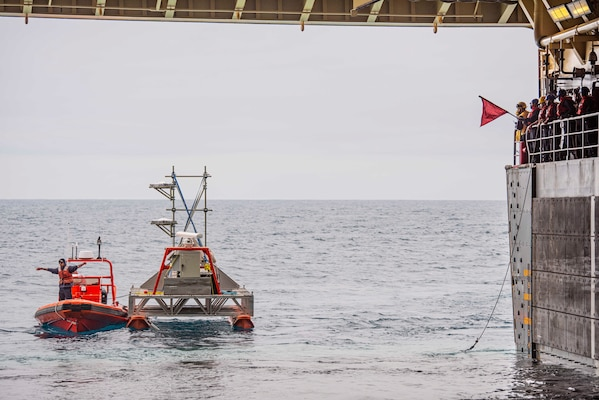 USS Anchorage (LPD 23) tows a target during U.S. Pacific Fleet's Unmanned Systems Integrated Battle Problem (UxS IBP) 21.