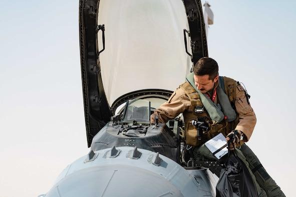 Photo of a pilot on an F-16