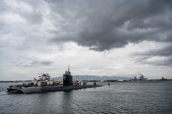 USS Jefferson City (SSN 759) departs Joint Base Pearl Harbor-Hickam for a scheduled deployment.