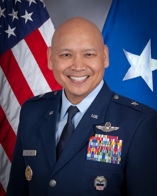 Brig. Gen., U.S. Air Force, Commander, Defense Logistics Agency Energy, portrait in front of U.S. flag.