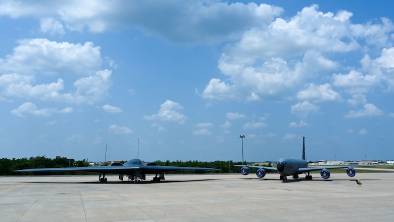 A B-2 and a KC-135