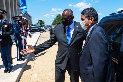Palauan President, Austin Discuss Indo-Pacific Security Concerns