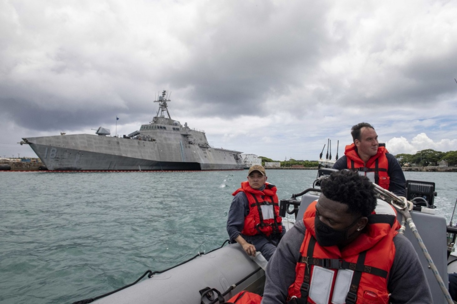 USS Charleston (LCS 18) meet up with USNS Millinocket