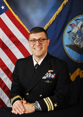 Official portrait of LCDR Matthew Campbell.