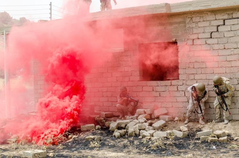 Soldiers train in Iraq.