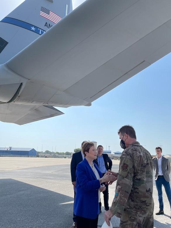 Congresswoman Granger speaks with a Citizen Airman.