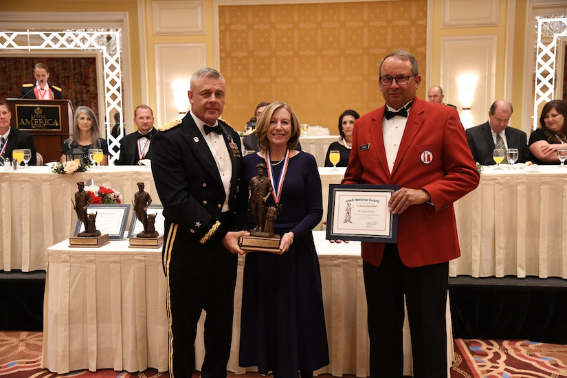 Ms. Susan Sheehan, president and COO, Huntsman Cancer Foundation, receives the Bronze Minuteman award