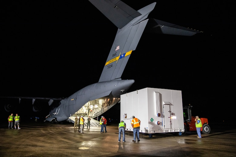 Charleston C-17 offload of Lucy spacecraft