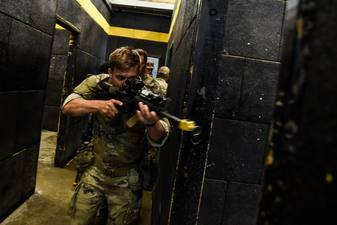 183rd RTI teaches infantry skills at 11B course