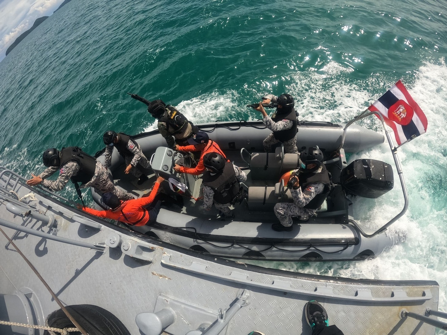U.S. Navy and Thai MECC train together during Southeast Asia Cooperation and Training (SEACAT) exercise.