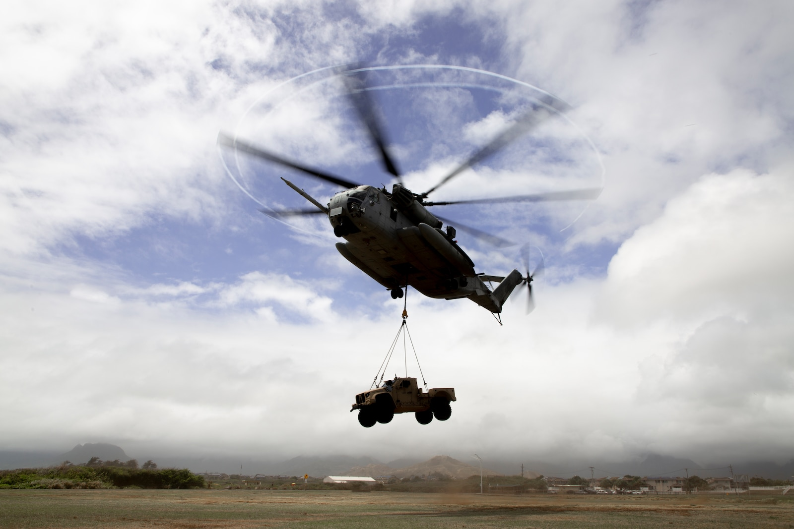 1st Battalion, 12th Marines, Combat Logistics Battalion 3, and Marine Heavy Helicopter Squadron 463 conduct an external lift for battlespace repositioning