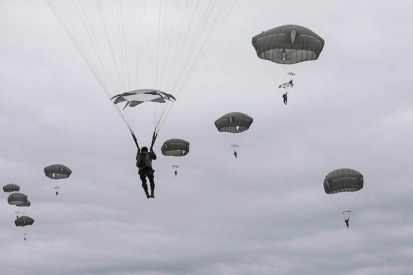 82nd Airborne Soldiers and a contingent of the Brazilian Army completed a combined airborne jump during training at the Joint Readiness Center in Fort Polk on Feb. 1. The U.S. and Brazilian armies defense partnership is vital to our collective ability to meet complex global threats and challenges.