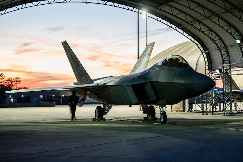 F-22 night flying