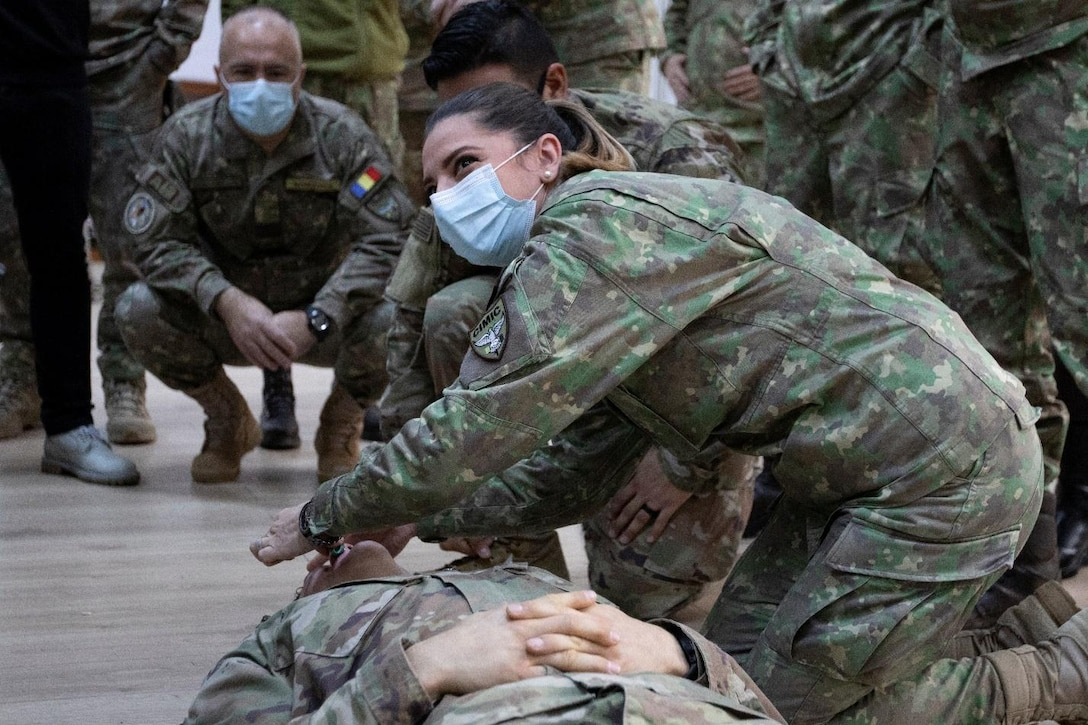 U.S. Army Civil Affairs, Medics Teach Combat Lifesaver Course to Romanian Land Forces