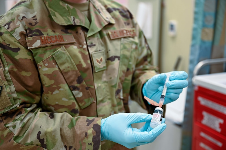 Airmen receive COVID-19 vaccine