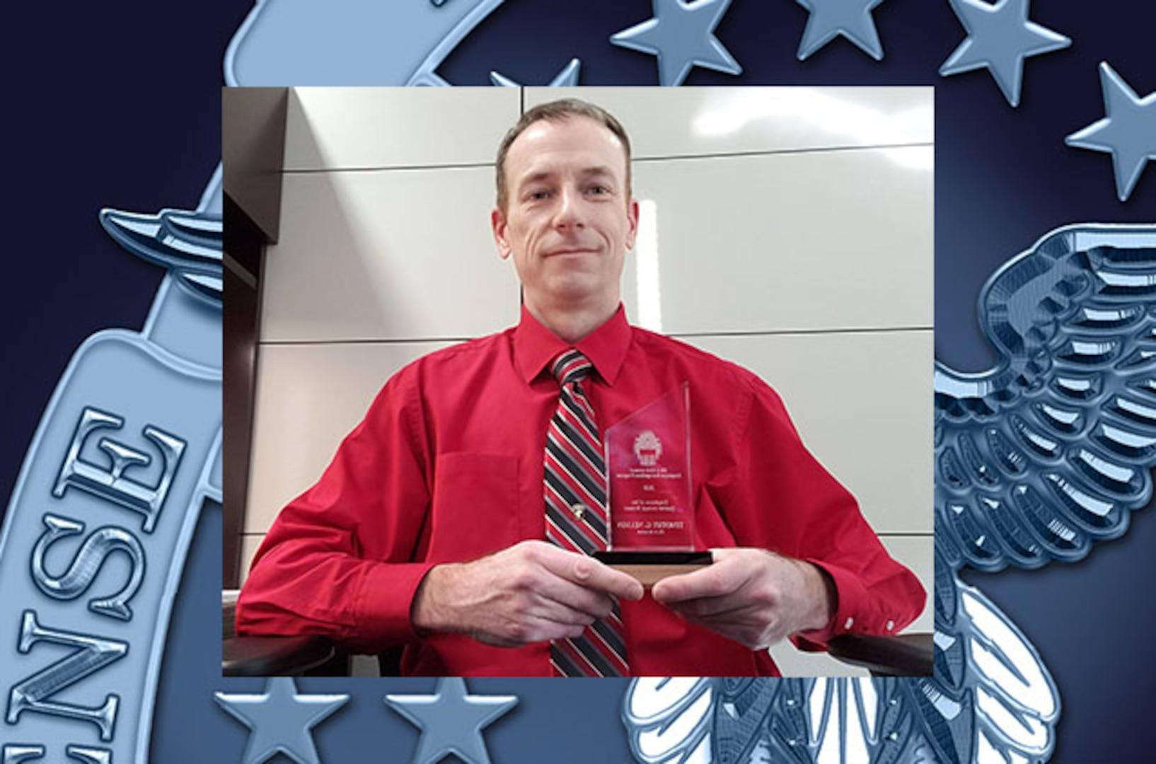 DLA Aviation employee Timothy Nelson wins DLA Employee of the Quarter Award