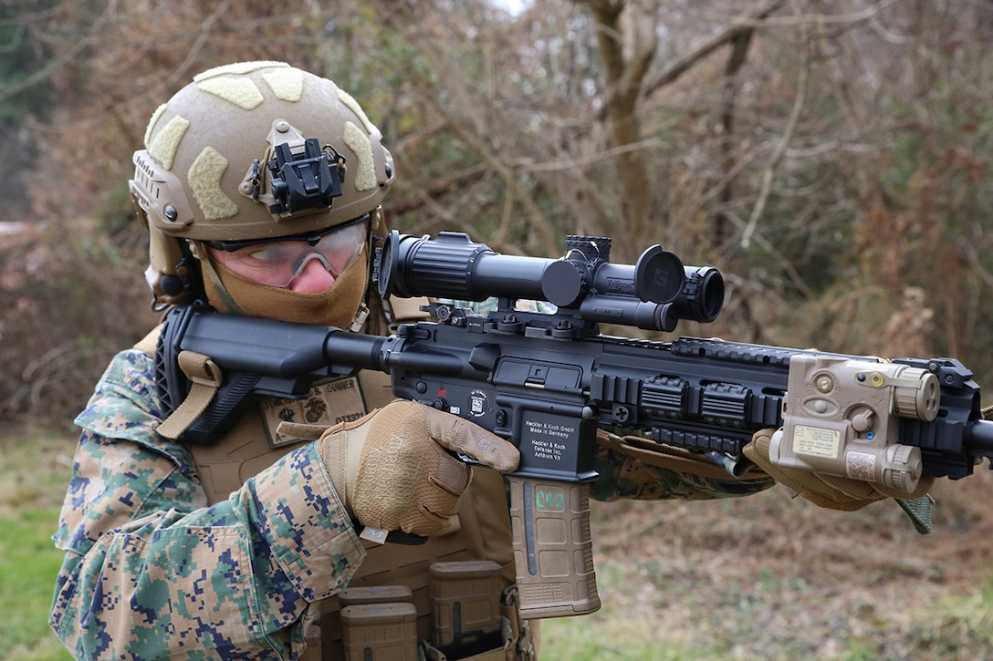 A U.S. Navy sailor demonstrates the Squad Common Optic attached to the M27 Infantry Automatic Rifle at Marine Corps Base Quantico, Virginia, Feb. 10.