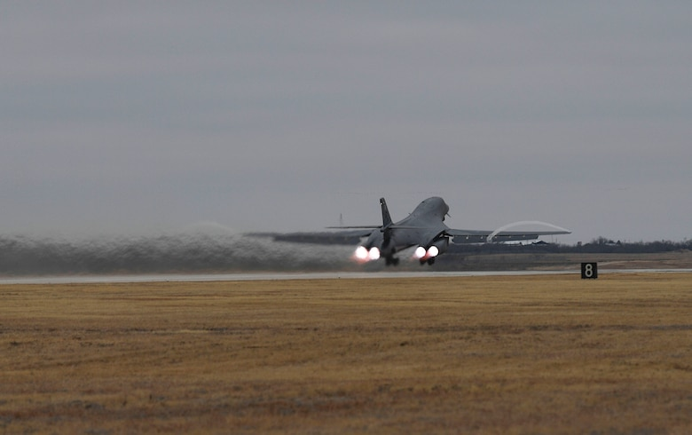 Photo of a B-1 Lancer bomber taking off