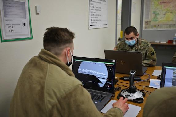 Soldiers hone skills in virtual sandbox