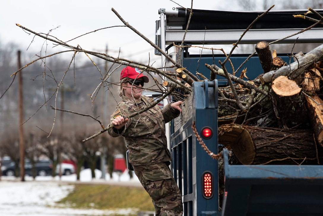 National Guard members provide assistance in Southern Ohio after ice storm