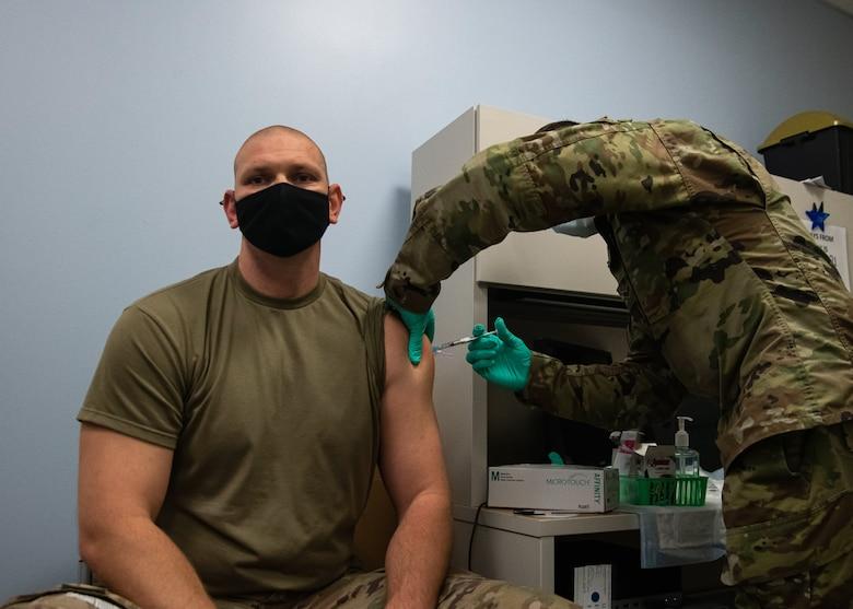 Airmen receives vaccine