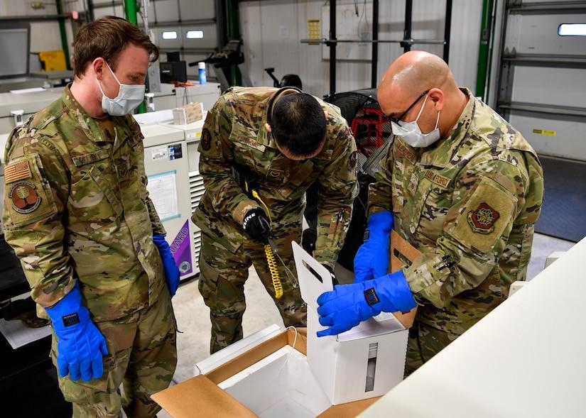 Personnel unpack vaccinations.