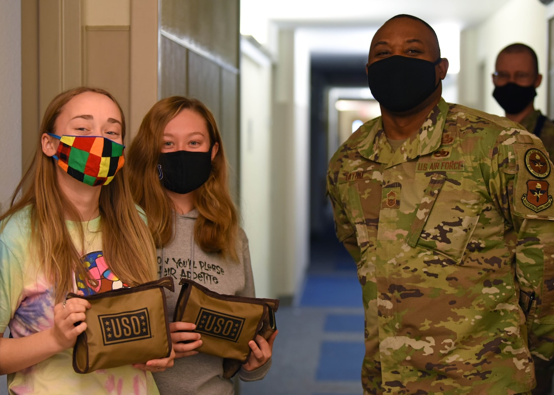 U.S. Air Force Chief Master Sgt. Charmane Tatum, 17th Training Group command chief, poses with students who have received snack packs provided by the USO at the 316th Training Squadron dorms on Goodfellow Air Force Base, Texas, Jan. 7, 2021. The USO provided snack packs for students who were quarantined after Exodus. (U.S. Air Force photo by Airman 1st Class Ethan Sherwood)