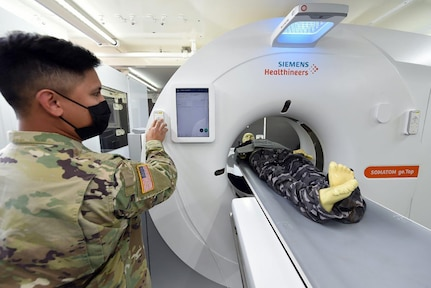 Sgt. 1st Class Elijah Williamson, a test and evaluation officer at the U.S. Army Medical Board, oversees as 68P radiology specialists test the new deployable CT scanner.