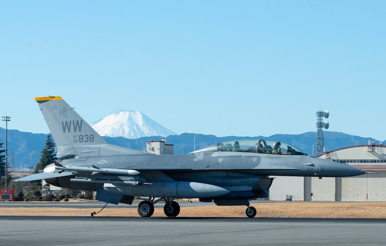 An F-16DJ Fighting Falcon assigned to the 35th Fighter Wing, Misawa Air Base, Japan, approaches a barrier cable during the initial certification test of the newly installed flightline BAK-12 barrier, aircraft arresting system (AAS) at Yokota Air Base,