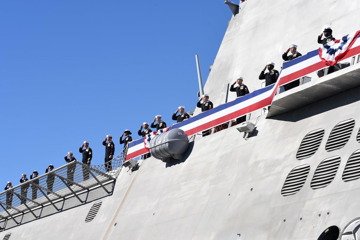 Salutes in port